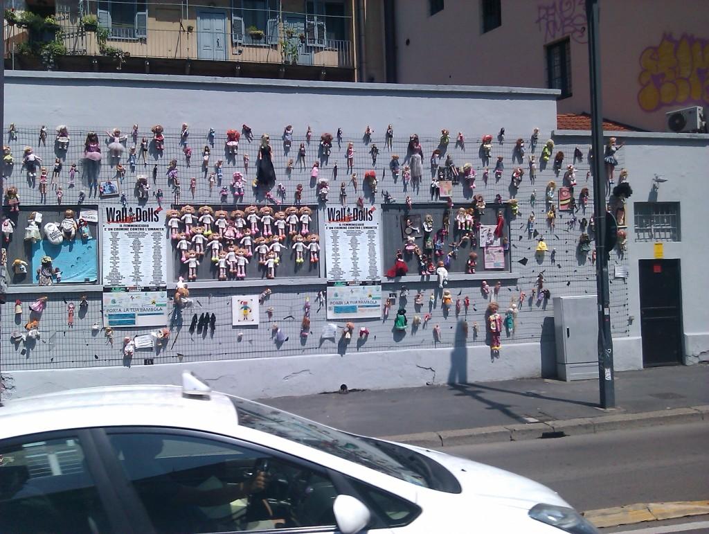 de amicis milano Wall Dolls contro femminicidio