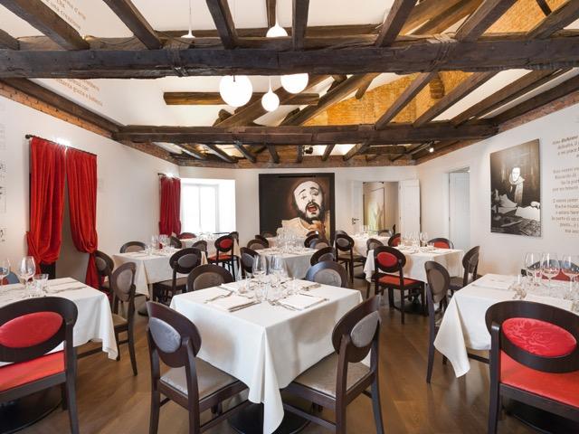 Pavarotti-Milano-Restaurant-1